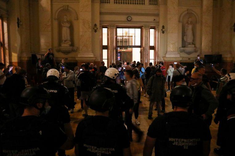 Rellen bij het Servisch parlement in Belgrado.