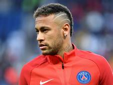 Neymar in tranen bij minuut stilte voor slachtoffers in Barcelona