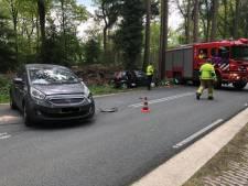Bestuurder lichtgewond na botsing twee auto's bij Ermelo