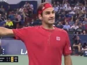 L'explication tendue entre Roger Federer et l'arbitre à cause d'un point de pénalité