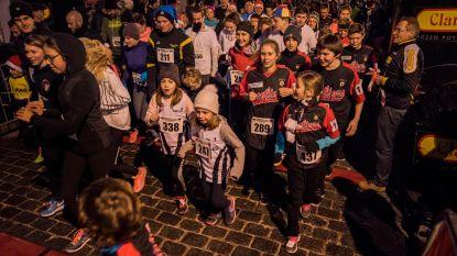 Clarebout-Christmas run door de Poperingse centrumstraten voor Kom Op Tegen Kanker