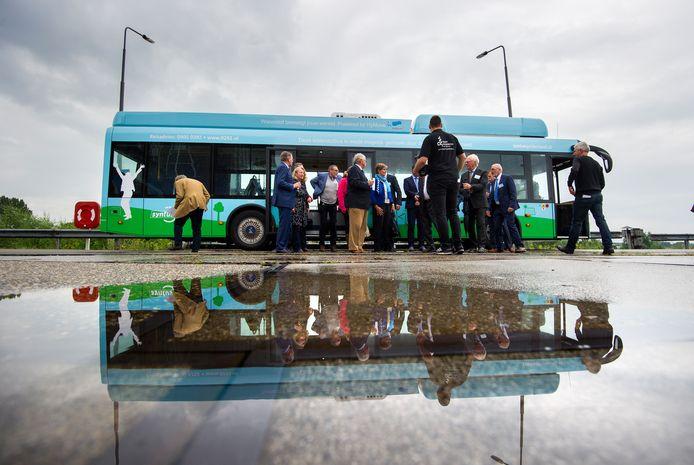 De waterstofbus is al vaker gepresenteerd als interessante vernieuwing. Nu gaat 'ie dan echt serieus meerijden in de Syntus-dienstregeling rond Apeldoorn.