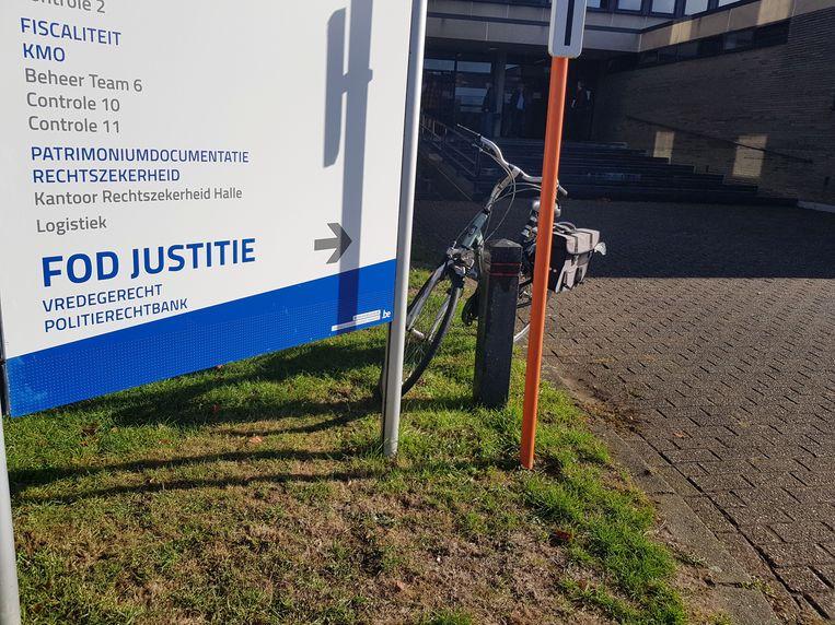 Een vrachtwagenchauffeur stond al voor de derde keer in korte tijd in de politierechtbank.