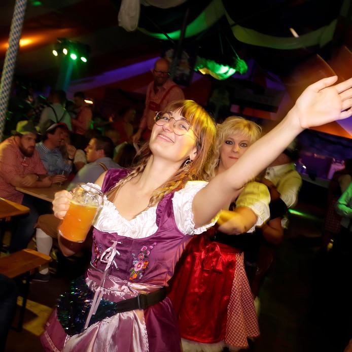 Zevenbergen : Oktoberfest in tent op evenemententerrein aan de Kristallaan foto: Pix4Profs/Gerard van Offeren