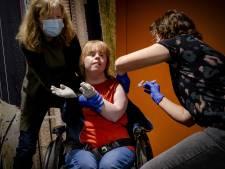 Twente krijgt voorrang van het RIVM: Ouderen en gehandicapten worden vanaf maandag geprikt