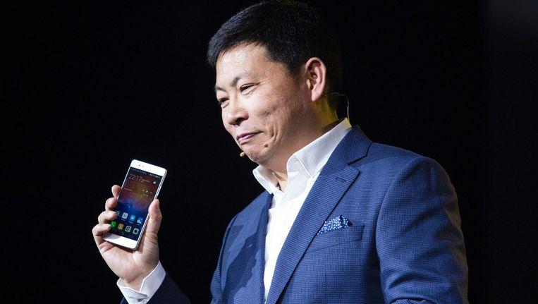 Richard Yu, directeur consumentenzaken van Huawei, presenteert de Huawei P9. Beeld afp
