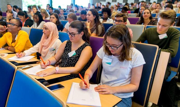 Archiefbeeld ter illustratie: aankomend studenten op de Erasmus Universiteit in Rotterdam.