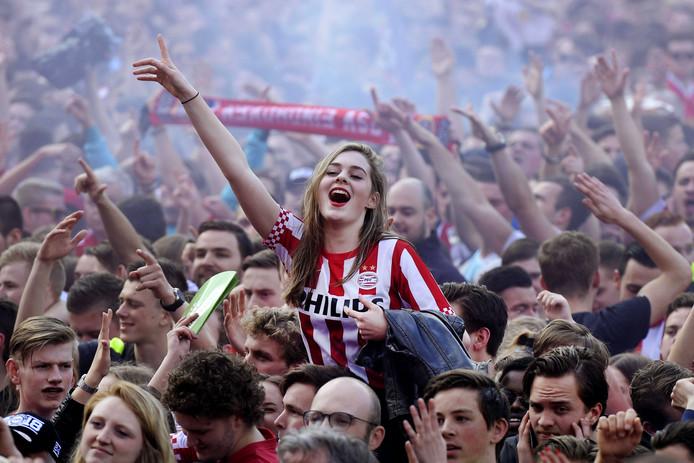 Huldiging van PSV op het Stadhuisplein in Eindhoven.