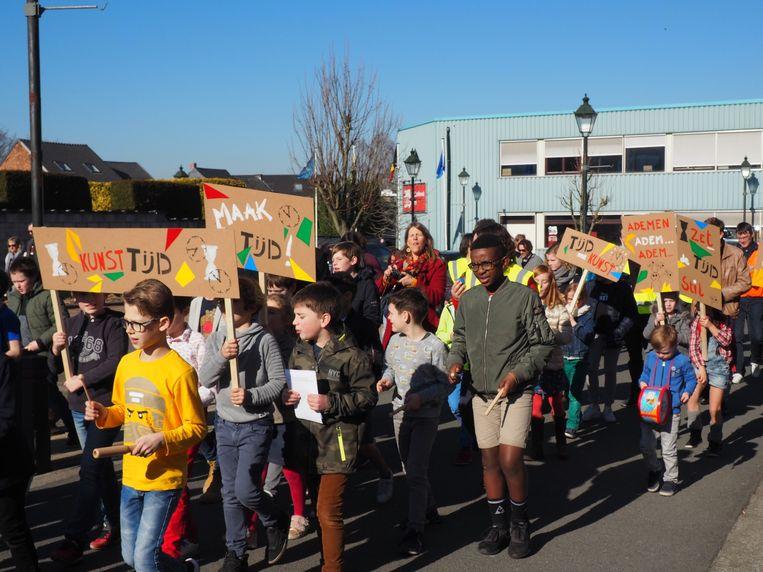 De leerlingen van de academie hielden een positieve betoging.