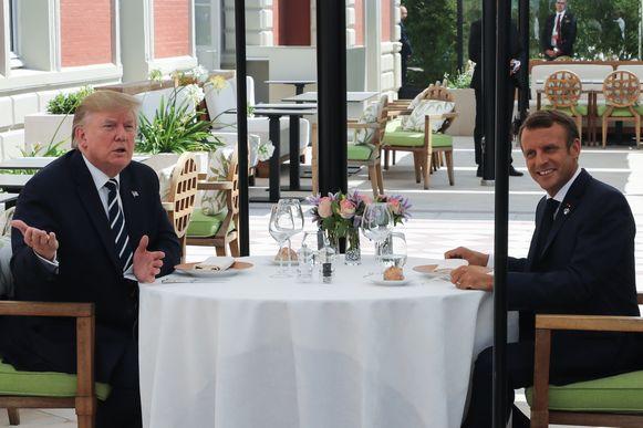 Trump en Macron aan het lunchen in het sjieke hôtel du Palais .