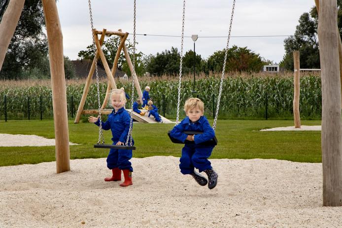 Kinderen vermaken zich goed bij agrarisch kinderdagverblijf 't Heikantje in Gerwen.
