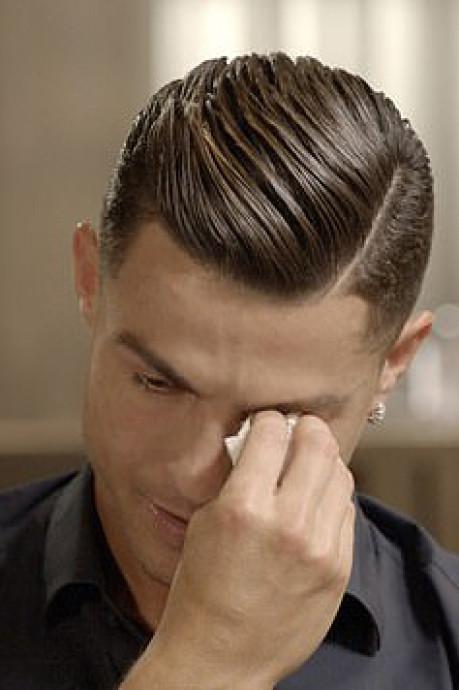 Ronaldo breekt bij unieke beelden overleden vader: 'Ik wist niet dat hij zó trots op me was'
