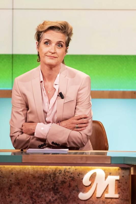 Presentatrice Margriet van der Linden in de studio van haar dagelijkse talkshow M.