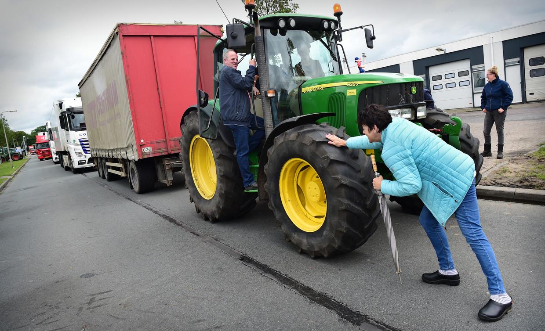 Boeren blokkeren op 10 juli een distributiecentrum van Albert Heijn in Zwolle. Beeld Marcel van den Bergh