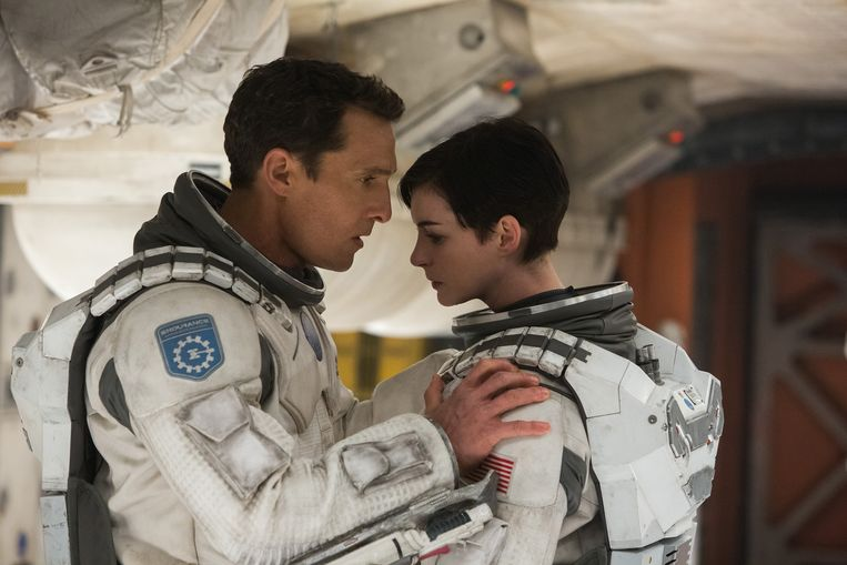 Matthew McConaughey en Anne Hathaway in Interstellar. Beeld null