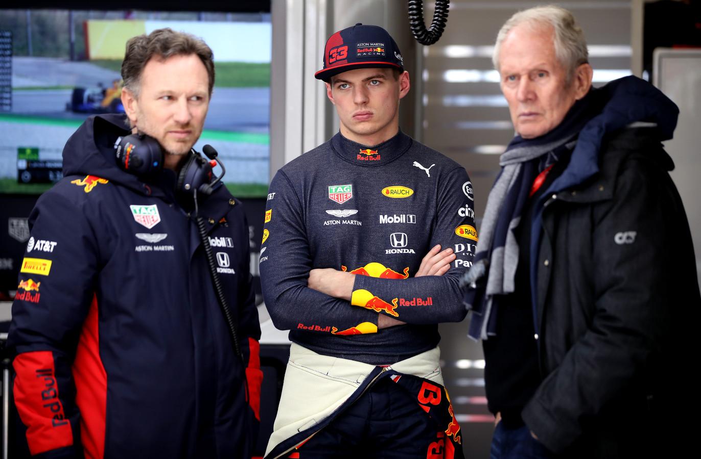 Max Verstappen met Christian Horner (l) en Helmut Marko.