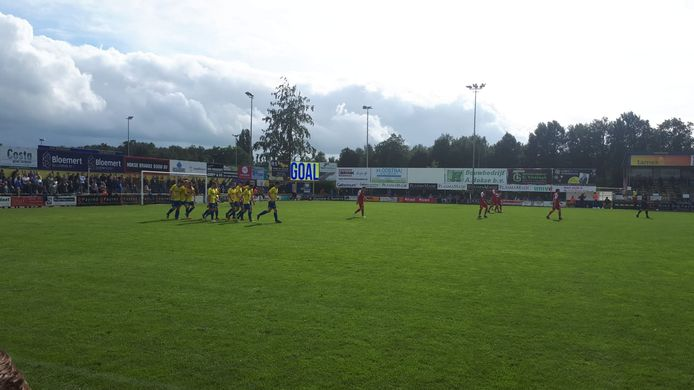 Staphorst won met 3-1 van Goes en is nu koploper in de Derde divisie.