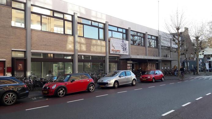 Het oude postkantoor van Wageningen wordt verbouwd. Winners Intersport gaat daar in september 2019 open.