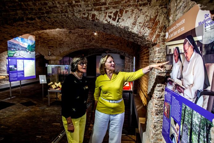 In de crypte is een wisselende expositie te zien.