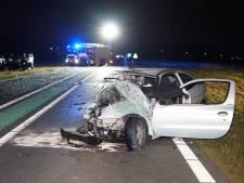 N322 bij Afferden dicht na ernstig ongeluk met twee auto's