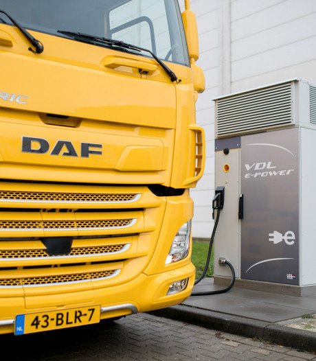 Relatie tussen twee Eindhovense bedrijven VDL en DAF verstevigd met megacontract
