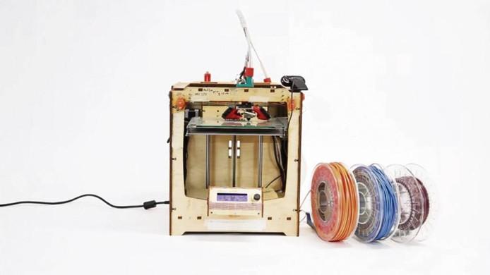 7. Je kunt het plastic ook smelten en omvormen tot draad voor de 3D-printer.