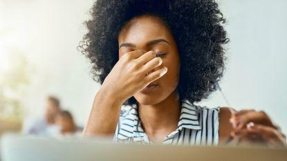 Je at te veel zout en 3 andere redenen waarom je hoofdpijn krijgt na het eten