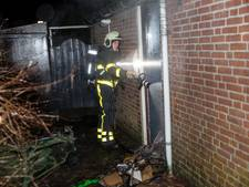 Brand in schuurtje aan de Amberberg in Roosendaal, mogelijk brandstichting