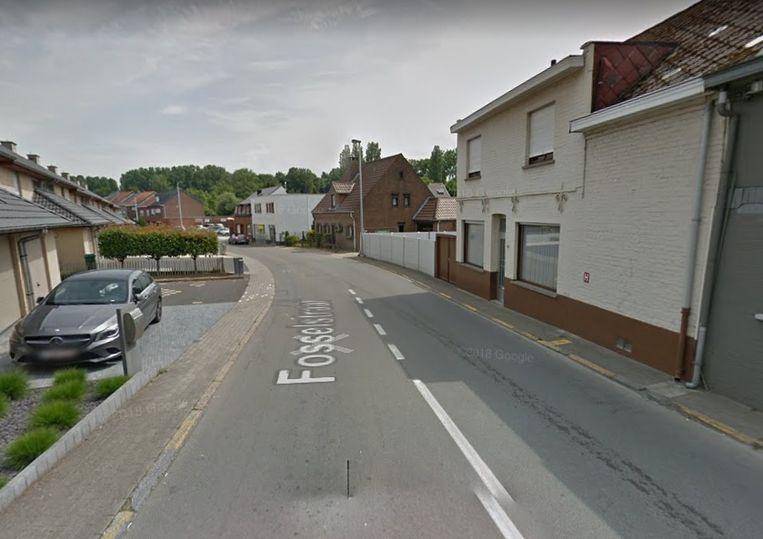 Op donderdag 29 augustus wordt een beklinkerd zebrapad hersteld in de Fosselstraat.