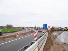 Deze rotonde bij Ommen zorgt voor snellere doorstroming verkeer naar Zwolle, Raalte en Hardenberg