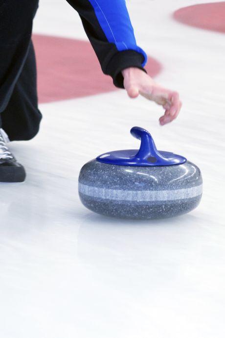 Zwemles in coronatijd: uitdaging voor curlingmoeders