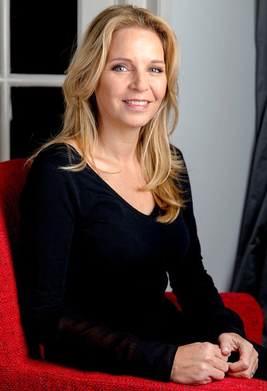 Portret van schrijfster Esther Verhoef in 2014. Beeld null