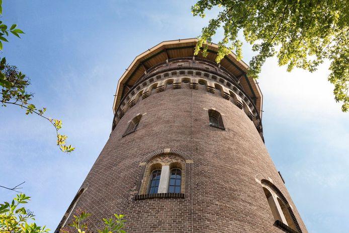 Deze watertoren in Bergen op Zoom staat te koop.