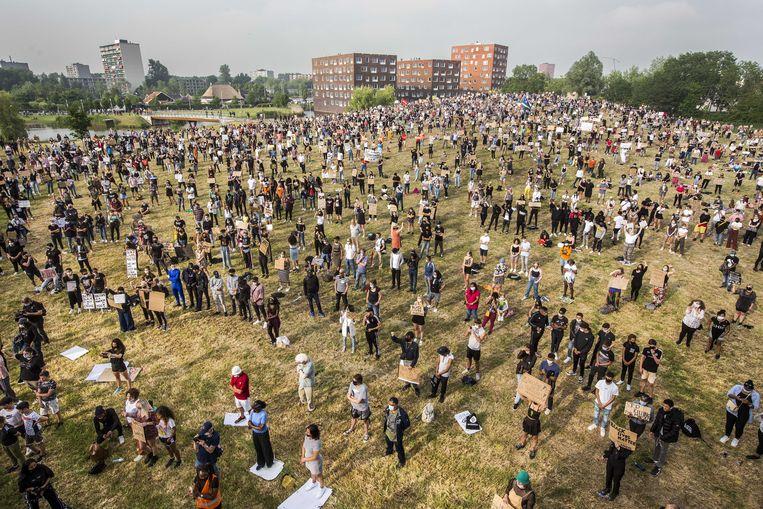 De demonstratie in het  Rengerspark in Leeuwarden. Beeld ANP