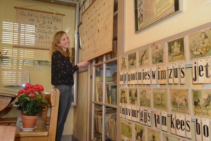 Educatief medewerker Anne van Hekke van de VSMD is zelf ook onderwijzeres én beheerder van museum De Burghse Schoole.