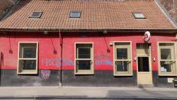 Vandalen bekladden café waar Van Langenhove en Van Grieken speechten, lijsttrekker herschildert gevel zelf