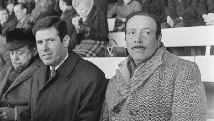 André Kraan (links), naast Benfica-trainer Otto Gloria in 1969.