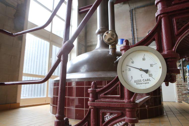 De grotere brouwzaal van brouwerij de Loterbol.