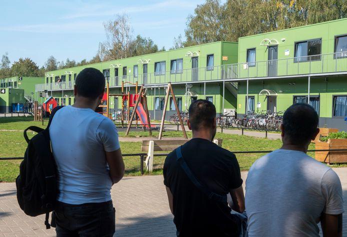 Het asielcentrum in Harderwijk blijft voorlopig hard nodig, maar over het volledig benutten ervan wordt nog gesproken.