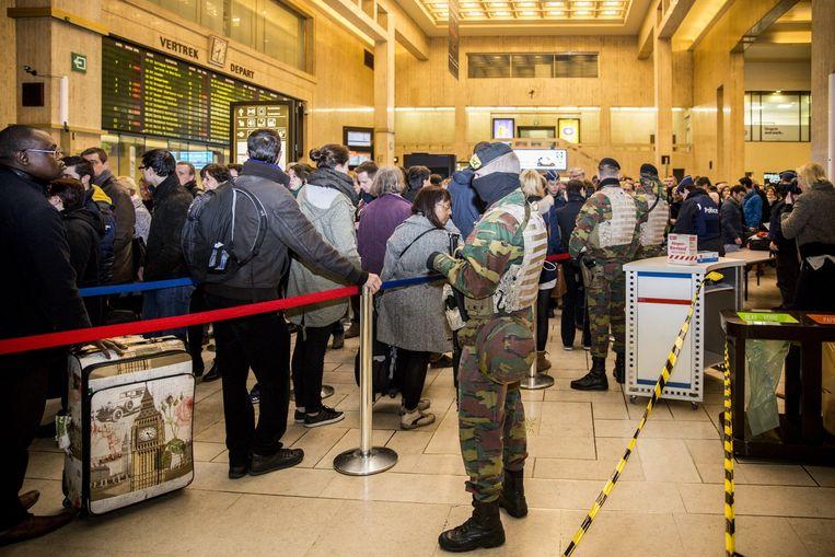 Extra beveiliging op het station in Brussel. Beeld belga