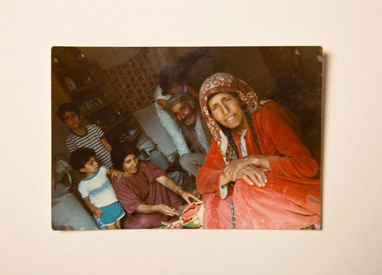 Bij opa en oma in Erzincan, Oost-Turkije. Beeld Privé-archief