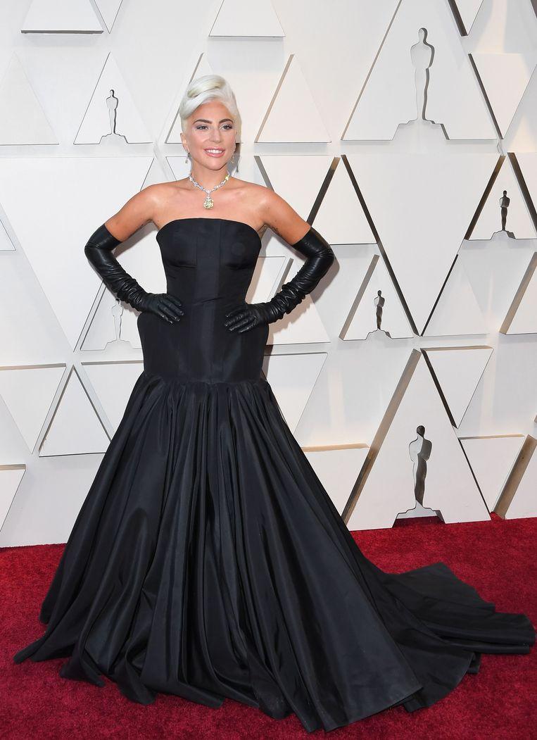 Lada Gaga in Alexander McQueen. De ketting is een zeldzaam exemplaar van Tiffany.