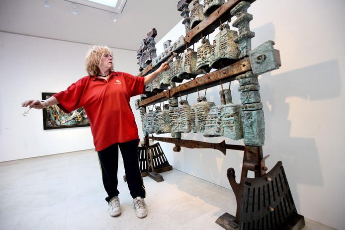 Gerti Bierenbroodspot toont een serie van haar archeologische kunstwerken.