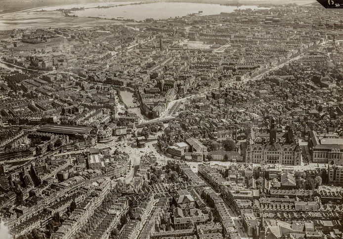 Rotterdam vanaf boven, ongeveer een eeuw geleden.