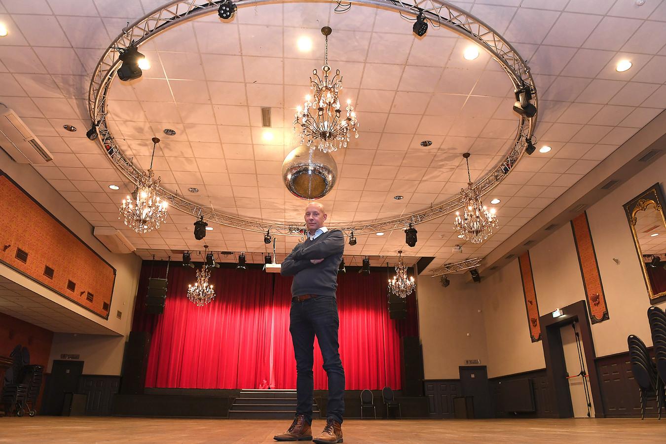 Horeca-ondernemer Sven Janssen in de grote zaal van Riche in Boxmeer.