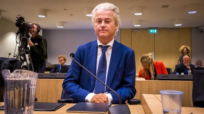 Geert Wilders ziet in vrijgegeven documenten bewijs dat ambtenaren van het ministerie van Justitie hebben geprobeerd zich te bemoeien met zijn vervolging.
