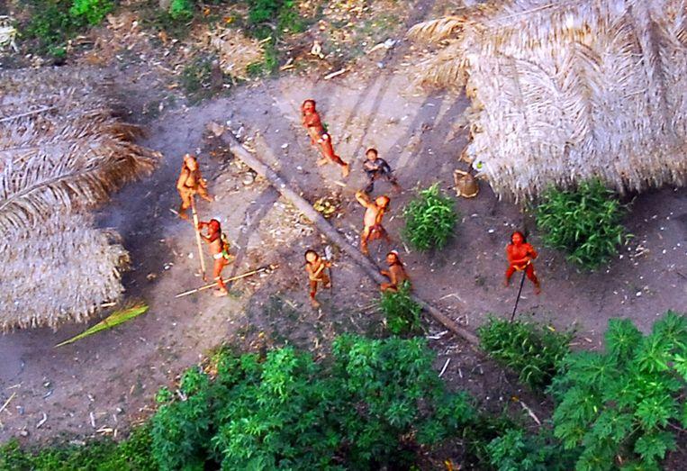 Een indianenstam in het Amazonewoud. (Archiefbeeld) Beeld afp