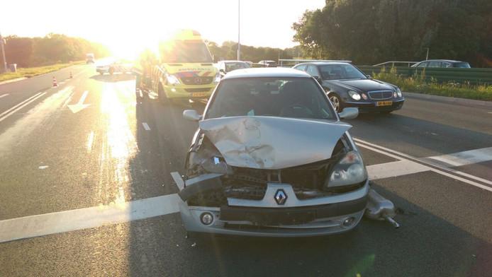 Een van de beschadigde voertuigen bij het ongeval.