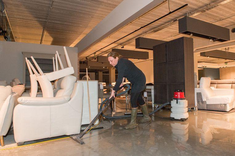 Kapotte leiding zet hele winkel blank | Zandhoven | Regio | HLN