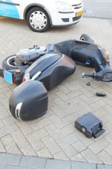 Gewonde bij aanrijding tussen scooter en auto in Waalwijk